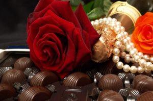 Regalar rosas flores bombones San Valentín, enviar flores San Valentín, mandar flores San Valentín, comprar rosas día de los enamorados, comprar rosas y bombones San Valentín, regalo perfecto San Valentín, Bediflor