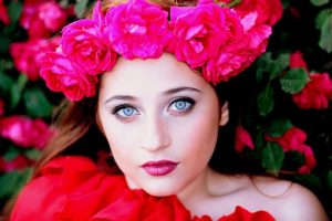 Chica con Rosas